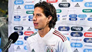 Diego Lainez luego de un partido con la Selección Mexicana