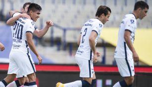Montejano, es felicitado tras marcar al Mazatlán FC