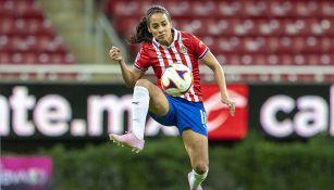 Carolina Jaramillo en un partido con Chivas Femenil