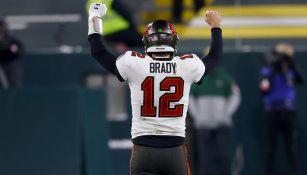 Tom Brady celebra con los Buccaneers