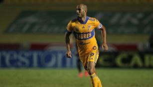 Guido Pizarro en partido con Tigres