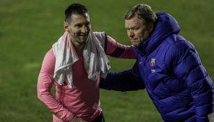 Koeman festeja junto a Lio Messi