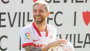 'Papu' Gómez sonríe en su arribo con Sevilla