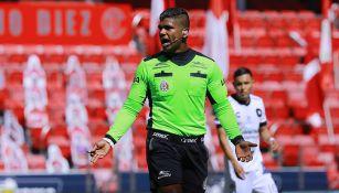 Adalid Maganda en el Toluca vs Querétaro