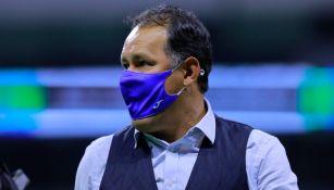Juan Reynoso durante un partido con Cruz Azul