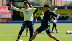 Guillermo Ochoa y Richard Sánchez en un entrenamiento