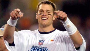 Tom Brady celebra el título en el Super Bowl XXXIX