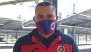 Carlos Peña a su llegada a El Salvador