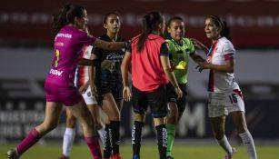 Carolina Jaramillo en partido con Chivas