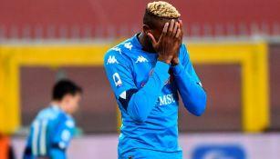 Víctor Osimhen tras fallar una oportunidad clara para el Napoli