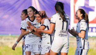Jugadoras de Pumas celebran gol ante Cruz Azul