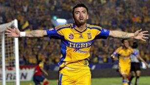 Héctor Mancilla en un partido con Tigres
