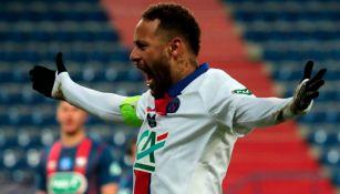 Neymar en un partido con un partido con el París Saint-Germain