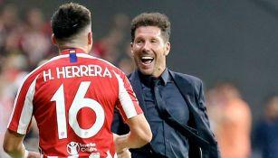 Cholo Simeone felicita a Héctor Herrera tras un gol