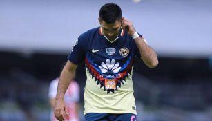 Silvio Romero en un partido con América