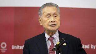 Yoshiro Mori durante una conferencia de prensa