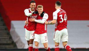 Pierre Emerick Aubameyang y Odegaard en festejo con Arsenal
