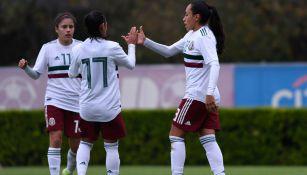 Jugadoras del Tri Femenil festejan una anotación