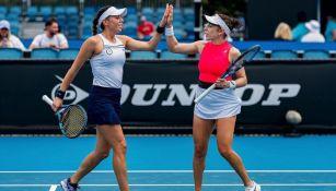 Australian Open: Giuliana Olmos y Sharon Fichman clasificaron a Cuartos de Final