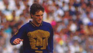 Luis García en su paso por Pumas