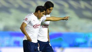 Chapito Sánchez platica con Macías previo a un duelo