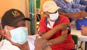 Adultos mayores esperan vacuna contra Covid-19