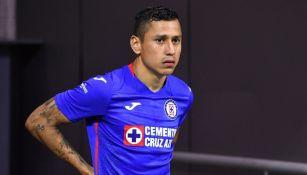 Domínguez en un partido con Cruz Azul