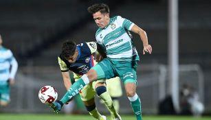 Jonathan Díaz durante un partido con Santos