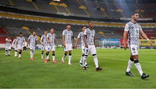 Jugadores del América, en la cancha del Estadio Jalisco