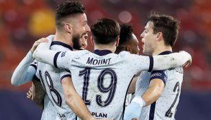 Jugadores del Chelsea festejan gol ante el Atlético de Madrid