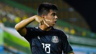 Álvarez en un partido con México
