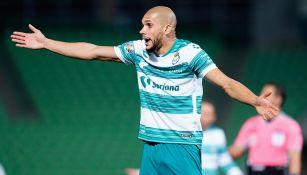 Matheus Doria  en un partido con Santos Laguna