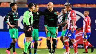 Santos y Atlético San Luis en discusión