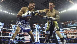 Óscar Valdez en la pelea contra Miguel Berchelt