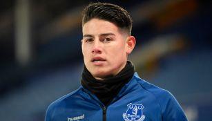 James Rodríguez observa calentamiento del Everton