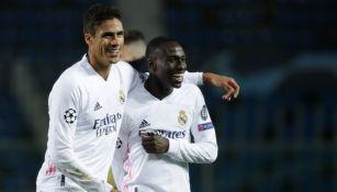Varane y Mendy tras la victoria contra Atalanta