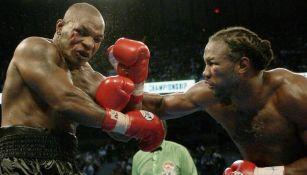 Lennox Lewis en pelea frente a Mike Tyson