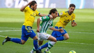Diego Lainez en el partido entre el Real Betis y el Cádiz