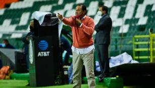 Juan Reynoso en victoria ante León