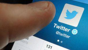Un usuario utiliza la red social Twitter