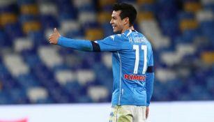 Hirving Lozano en un partido con el Napoli