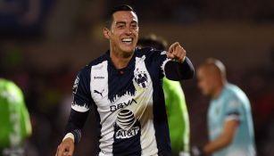Rogelio Funes Mori celebrando un gol con Rayados