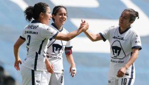 Jugadoras de Pumas Femenil en festejo