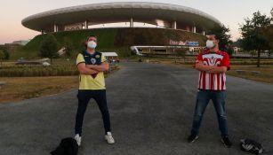 Aficionados de América y Chivas en el Estadio Akron