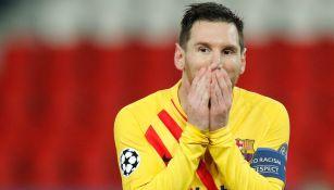 Messi reacciona después de fallar penal durante en juego contra el PSG