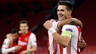 Tadic en festejo con el Ajax
