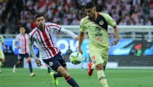 Bruno Valdez en acción ante Chivas