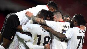 Jugadores del Milan celebran agónico empate