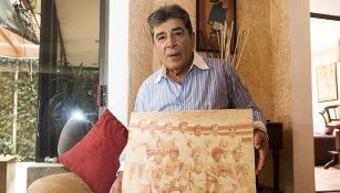 Carlos Reinoso en sesión de fotos con RÉCORD