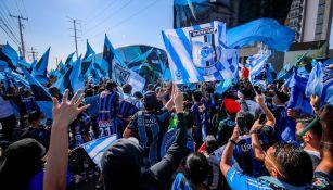 Querétaro: Afición dio multitudinaria bienvenida al equipo a pesar de restricciones
